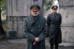 Bruno Ganz schlüpft ist nicht nur äußerlich Hitler, sondern beeindruckt durch großartiges Schauspiel in dieser Rolle