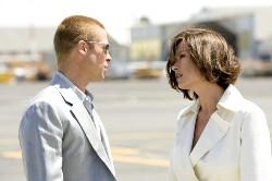 Wenn alle Polizistinnen so gutaussehend wären, würde man gern zum Verbrecher- Rusty und Europol-Agentin Lahiri (Brad Pitt, Catherine Zeta-Jones)