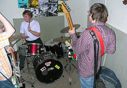 Die Band Gizmo im Proberaum