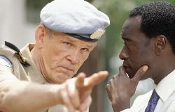 Der machtlose Colonel Oliver (Nick Nolte,l.  mit Don Cheadle)