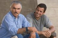 Alt und Jung: Burt Reynolds und Adam Sandler. Der eine spielte die Rolle 1974, der andere spielt sie jetzt.
