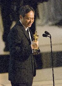 Ang Lee freut sich über seinen Regie-Oscar