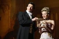 Im erbitterten Wettstreit: Robert Angier (Hugh Jackmann mit Scarlett Johannson)...