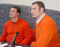 Rechts im Bild ist Profiboxer Vitali Klitschko zu sehen