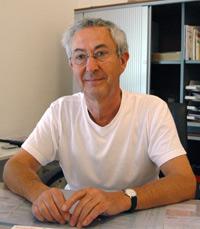Gynäkologe Günther J. - jede Woche vollzieht er etwa fünf Abtreibungen. Routine kehrt nicht ein - es ist immer ein neues Schicksal