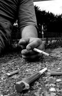 Die 19-jährige Nadine griff aus Verzweiflung zu Akohol, Zigaretten und anderen Drogen. Oft ließ sie sich in einem ähnlichen Zustand wie hier abgebildet abholen, da sie nicht mehr fähig war zu gehen