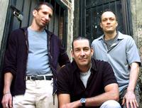 Die Gründer der Blue Man Group: Matt Goldman, Phil Stanton, Chris Wink (v.l.). 1987 begannen sie mit kleinen Projekten in New York das, was heute Millionen Menschen weltweit begeistert