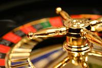 Nach den Automatenspielen ist das Roulette einer der häufigsten Gründe für eine Spielsucht. Für die meisten Spielsüchtigen ist es ein faszinierender Nervenkitzel, bis hin zum Rausch, ihr Schicksal einer einzigen Kugel zu überlassen