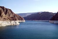 Der vom Hoover Dam aufgestaute Lake Mead gehört zu den größten künstlichen Seen der Welt. Er hat eine Länge von 170 Kilometern