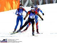 Uschi Disl (Vordergrund) bei den letzten olympischen Winterspielen 2002 in Salt Lake City (USA)
