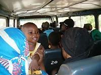 Einer geht noch! Wie viele Menschen passen in einen Kleinbus?