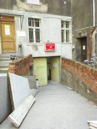 Der Hof des Strassenfeger mit intergriertem Trödelshop.