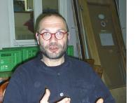 Dr. Stefan Schneider ist Vorsitzender des mob e. V. und Herausgeber des Strassefegers.