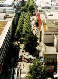 Im Zentrum von Stuttgart: Die Königsstraße ist die Shoppingmeile von Stuttgart. Vom Bahnhof, vorbei am Schlossplatz bis zum Charlottenplatz: Hier findet jeder das passende Geschäft.