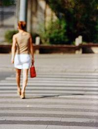 Zu Fuß oder mit dem Auto: Der Stalker lernt den Tagesablauf des Opfers um Kontrolle über dessen Leben zu erlangen