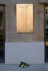 Seit August 2005 weist diese Gedenktafel auf die Opfer Robert Steinhäusers hin. Die Tafel befindet sich an der Nordostseite des Gutenberg-Gymnasiums.