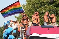 Der Regenbogen als Symbol: Nicht jeder kann so offen zu seiner Homosexualität stehen wie die Besucher des Christopher Street Days in Berlin.