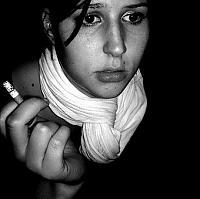 Die Verzweiflung lässt Menschen oft zu Drogen greifen. Ob es sich hierbei um Zigaretten, Alkohol oder illegale Drogen handelt, spielt oftmals keine Rolle