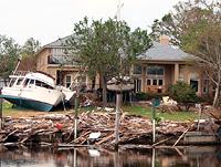 Schwere Verwüstung durch Hurrikan Katrina in New Orleans. 1.800 Menschen kamen ums Leben
